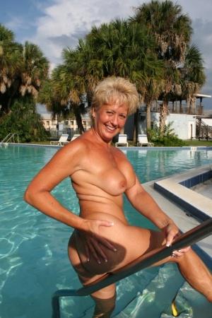 Free Mature Pool Sex Pics