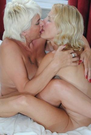 Free Mature Lesbian Sex Pics