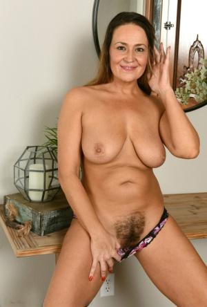 Free Hairy Mature Sex Pics