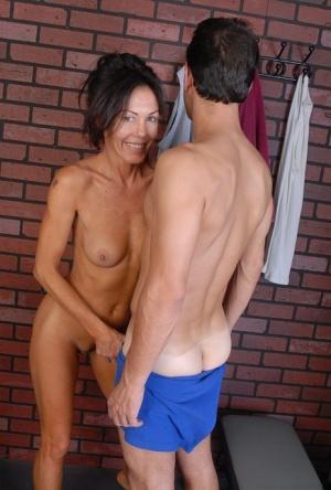Free Mature Small Tits Sex Pics