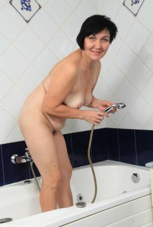 Free Mature Shower Sex Pics