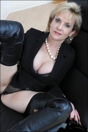 Free Mature Boots Sex Pics