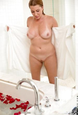 Free Mature Bath Sex Pics